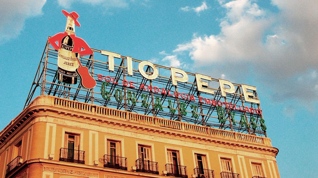 Cartel de Tío Pepe, en la Puerta del Sol.