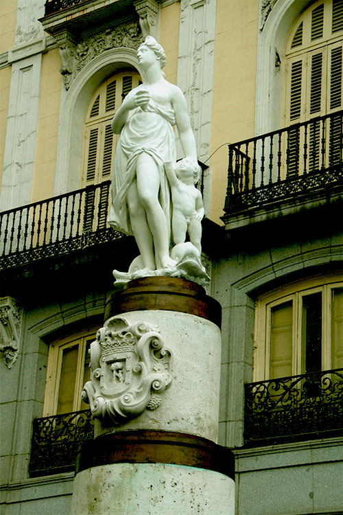 Estatua de Mariblanca en la Puerta del Sol.