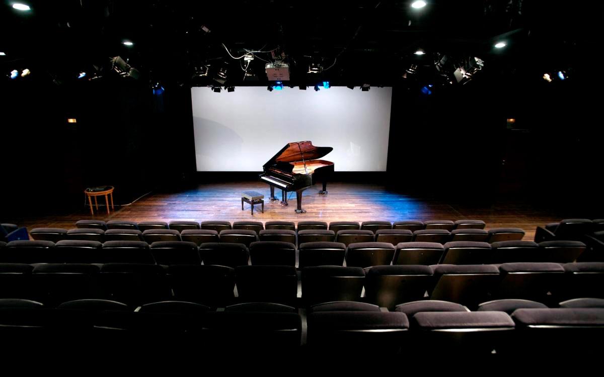 Vista del escenario de la Sala Gayarre, en el Teatro Real.