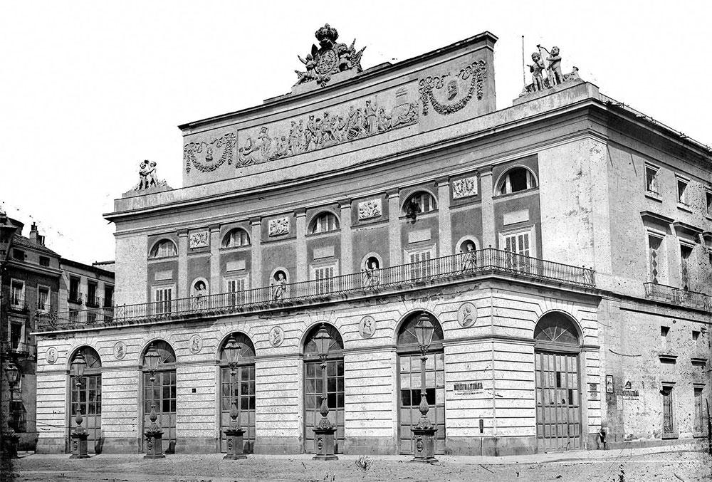 Aspecto exterior del Teatro Real alrededor de 1870.