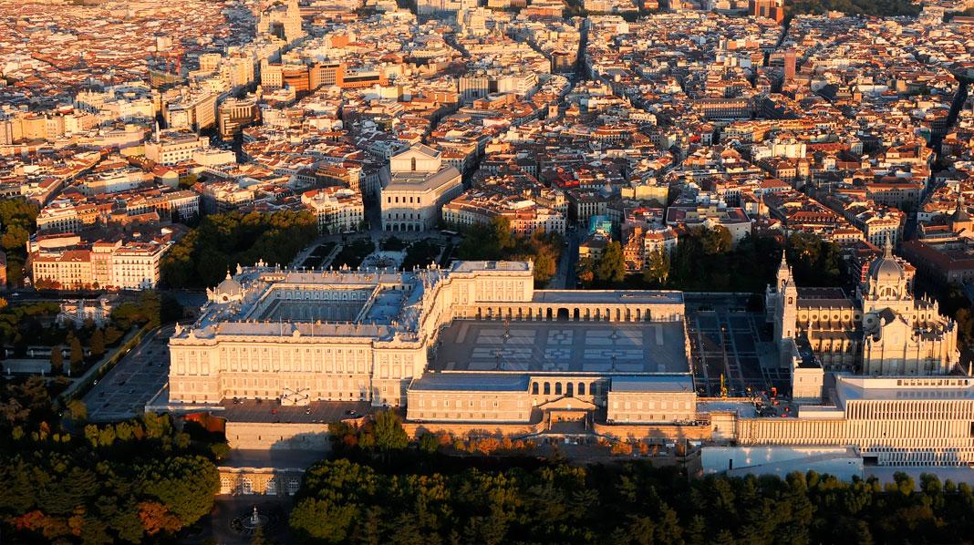 Vista aérea del Palacio Real y sus alrededores.