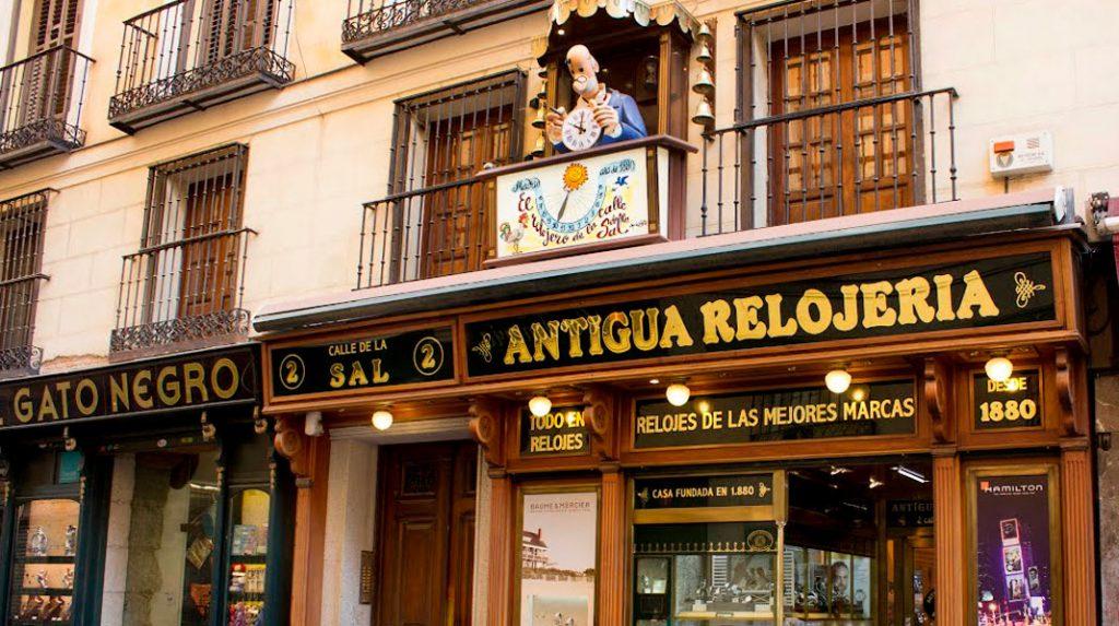 Antigua Relojería, en la calle de la Sal, uno de los accesos a la Plaza Mayor.