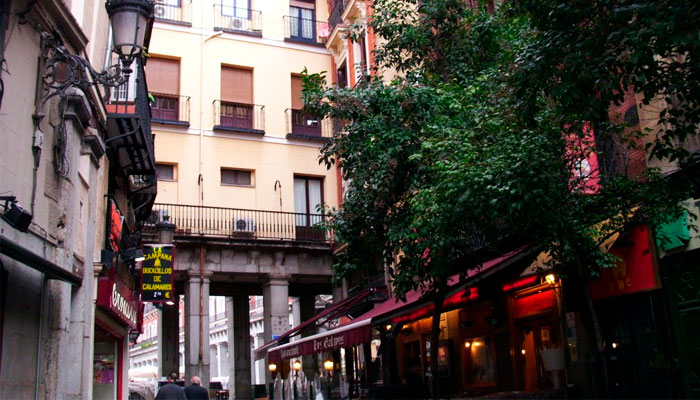 Acceso a la Plaza Mayor desde la Calle Botoneras.