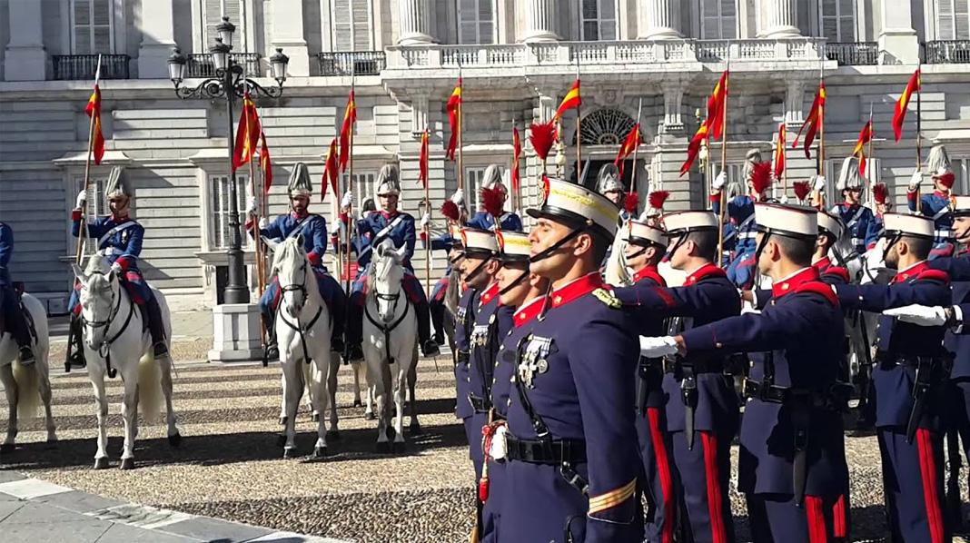 Relevo Solemne de la Guardia Real del Palacio Real de Madrid.