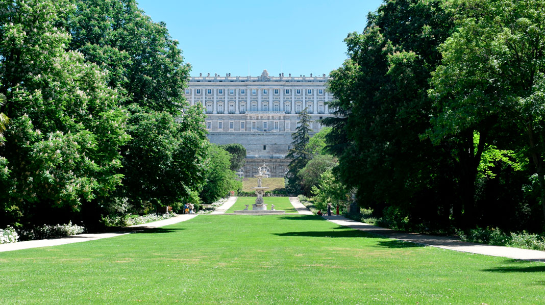 Vista del Palacio Real desde el Campo del Moro.