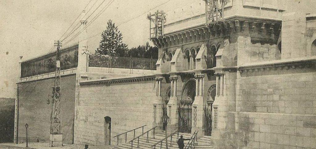 Fachada de la Cripta de la Catedral de la Almudena en 1910, antes de su inauguración.