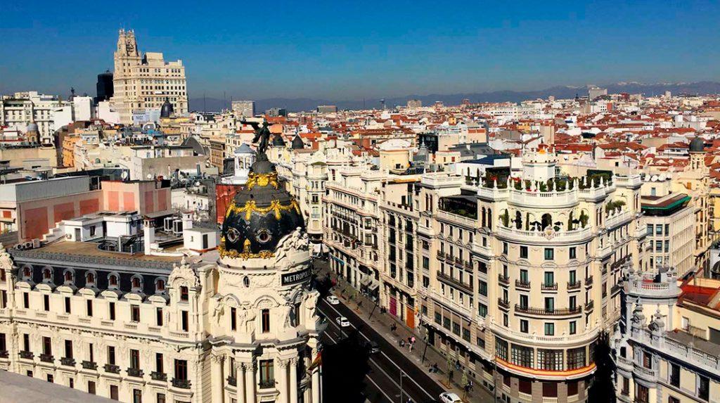 Panorámica desde la Azotea del Círculo de Bellas Artes, con el Edificio Metrópolis y la Gran Vía.