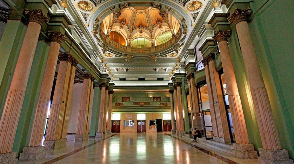 Salón de Baile en el edificio del Círculo de Bellas Artes.