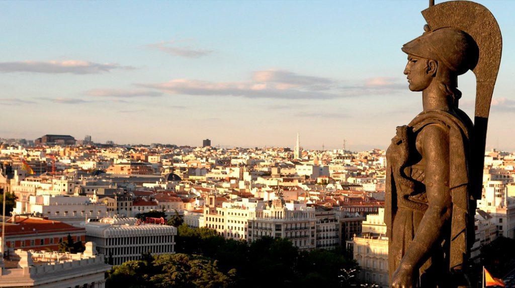 Panorámica desde la azotea del Círculo de Bellas Artes, con la estatua de MInerva en primer plano.