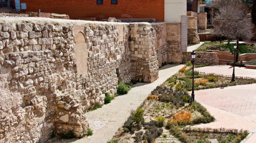 Detalle de la Muralla Árabe de Madrid.