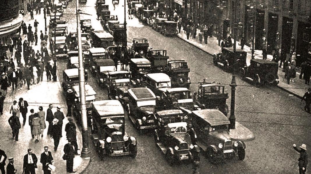 Tráfico en la antigua calle del Conde de Peñalver (actual Gran Vía), en 1929. (Ayuntamiento de Madrid)