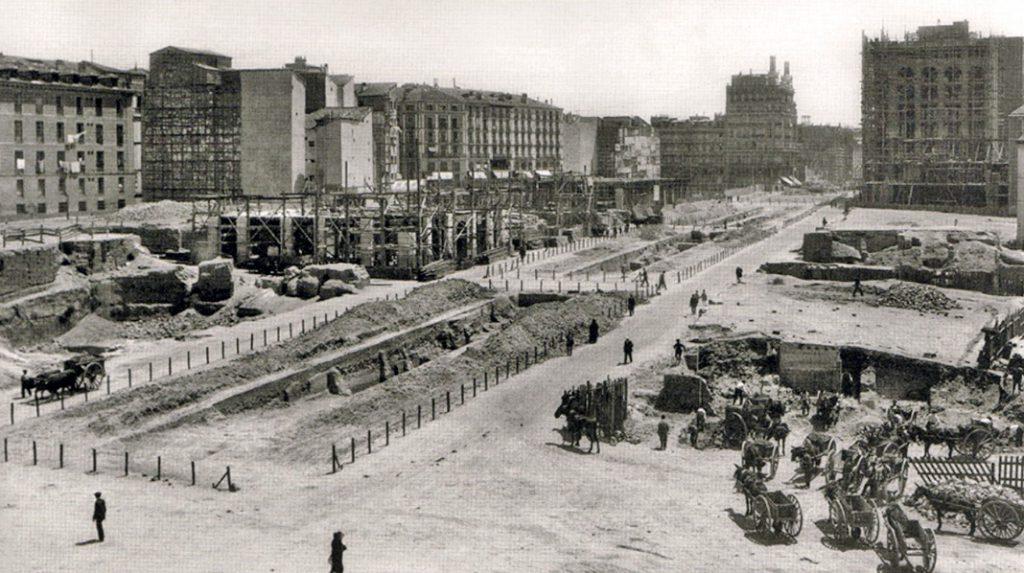 Construcción de la Gran Vía en 1921.