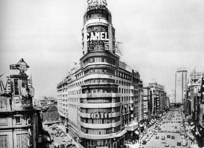 Aspecto del Edificio Carrión y la Gran Vía en 1946.