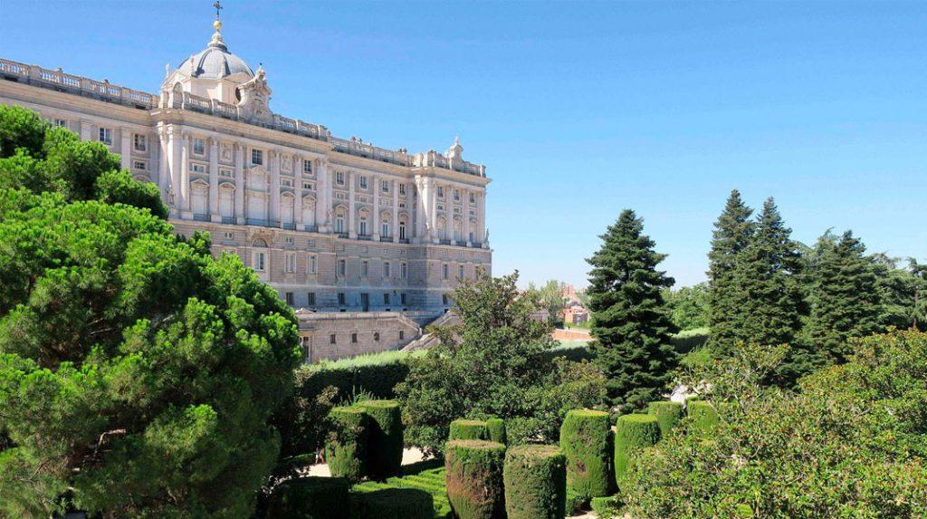 Jardines de Sabatini y el Palacio Real.