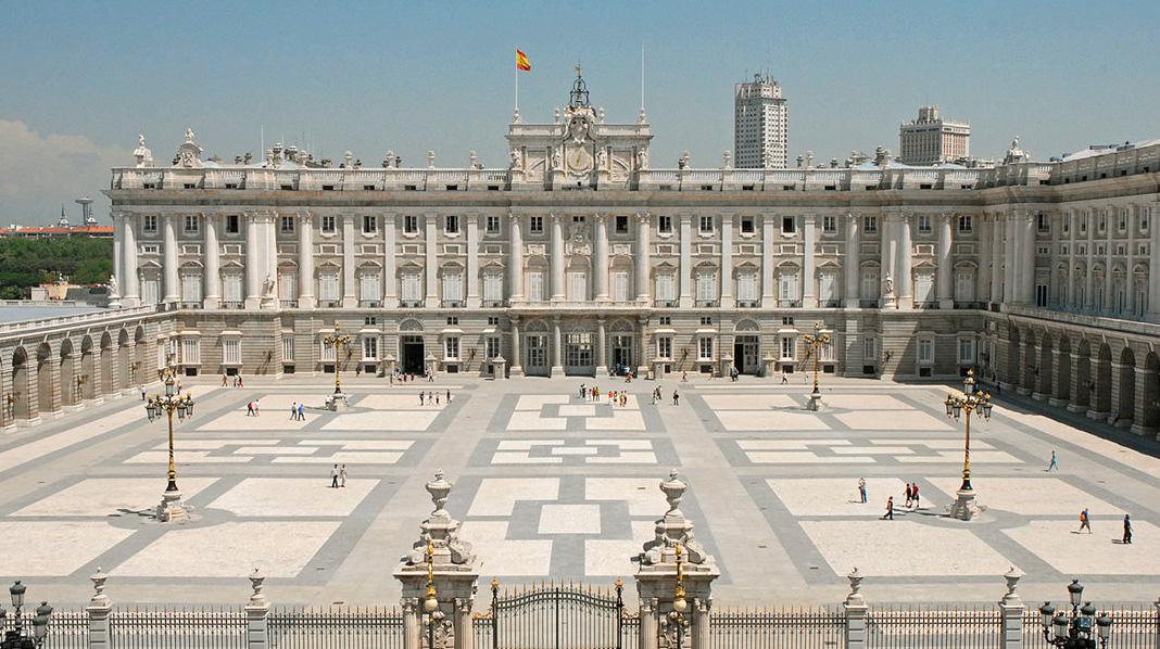 Vista de la Plaza de la Armería del Palacio Real.