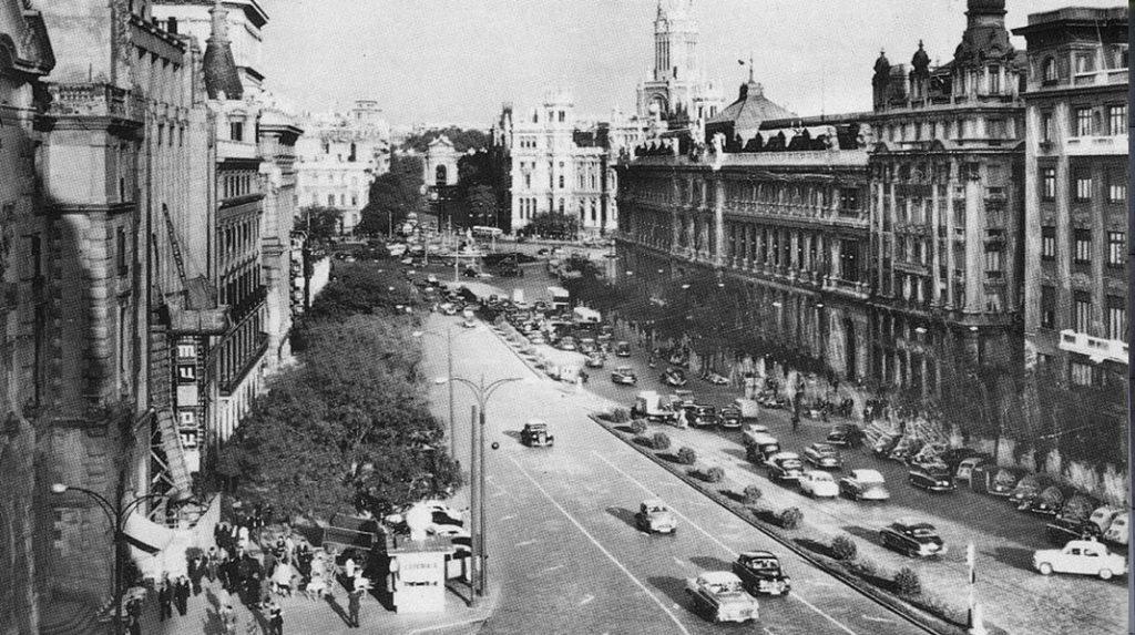 Aspecto de la calle de Alcalá en 1960.