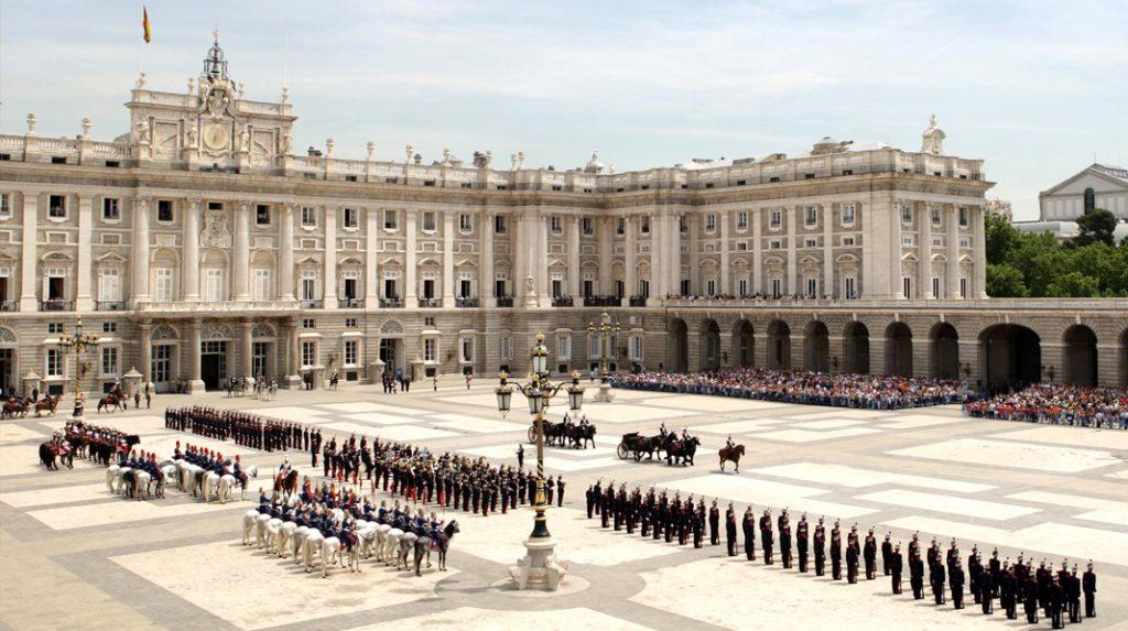 Relevo Solemne de la Guardia Real del Palacio Real.