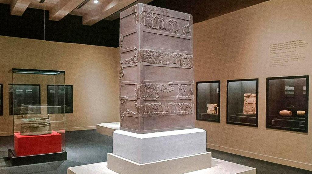Exposición Lujo, de asirios a Alejandro Magno en CaixaForum Madrid.