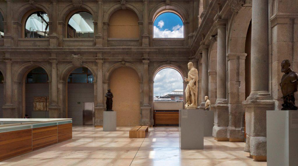 Claustro de los Jerónimos, integrado dentro del Edificio Jerónimos del Museo del Prado.