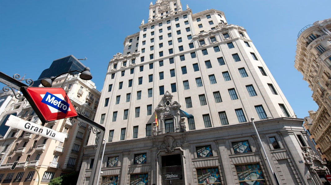 Fachada principal del Edificio Telefónica, en la Gran Vía.