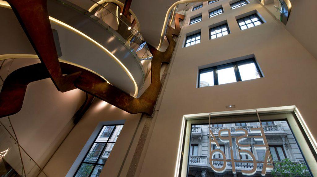 Espacio Fundación Telefónica, con la famosa escalera.