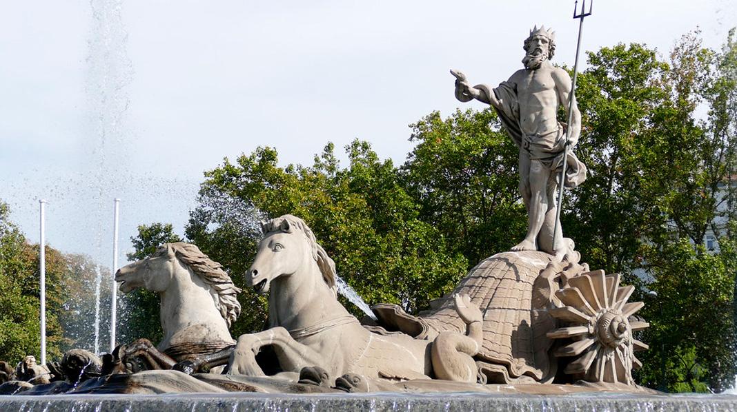 Fuente de Neptuno, en el Paseo del Prado, una de las más bonitas de Madrid.