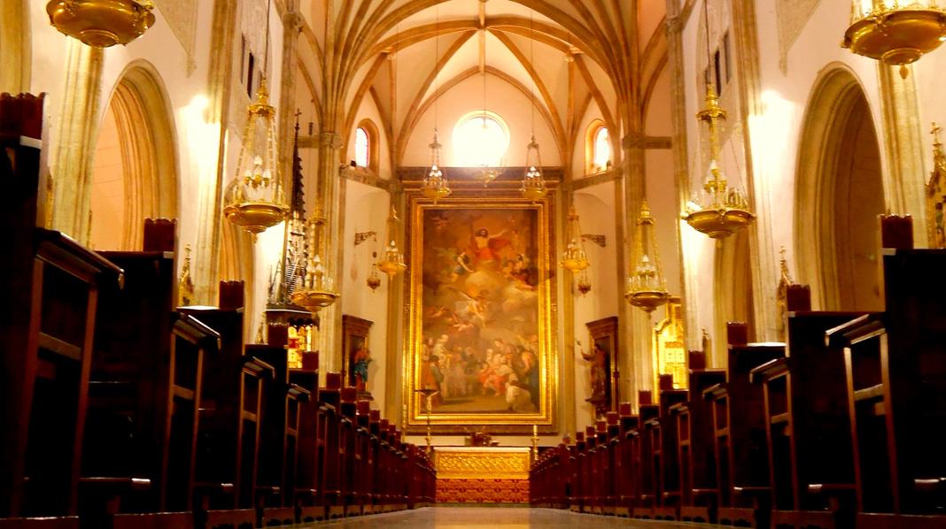 Interior de la Iglesia de los Jerónimos, junto al Museo del Prado.