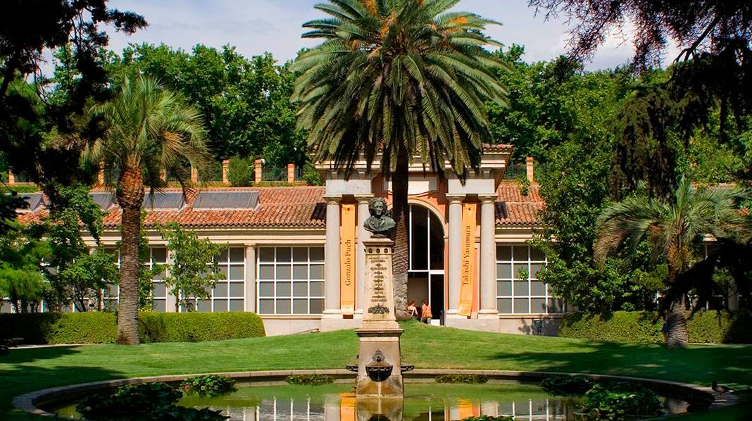 Pabellón d Villanueva, que separa dos de las terrazas del Jardín Botánico de Madrid.