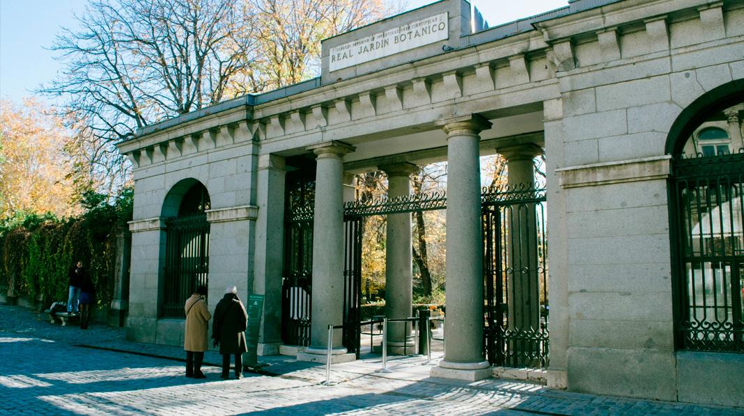 Puerta principal del Jardín Botánico de Madrid, junto al Museo del Prado.