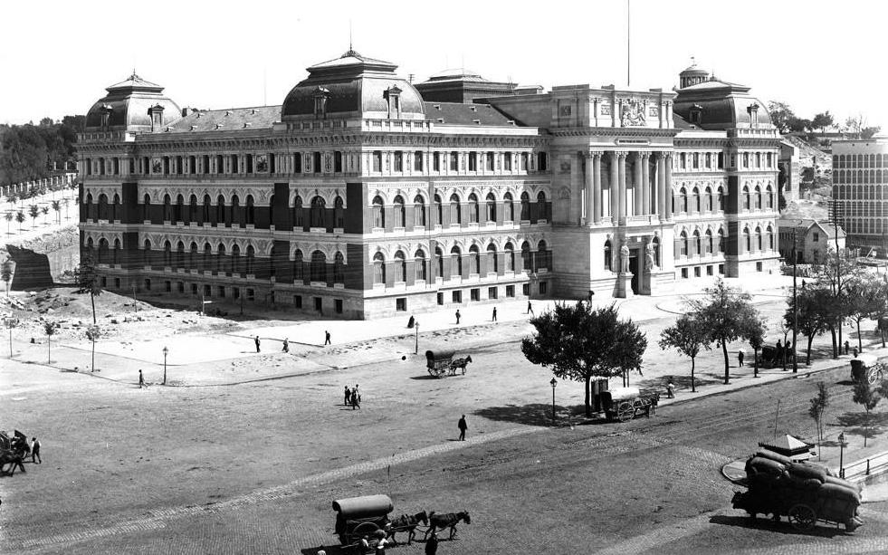 El Palacio de Fomento, actual Ministerio de Agricultura, durante su construcción a finales del siglo XIX.