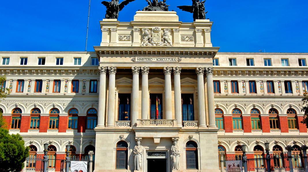 Fachada principal del Ministerio de Agricultura, también conocido como Palacio de Fomento.
