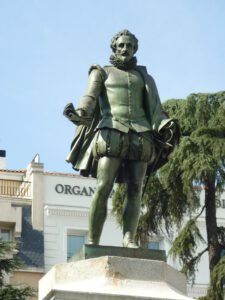 Detalle del monumento a Cervantes, en la Plaza de las Cortes.