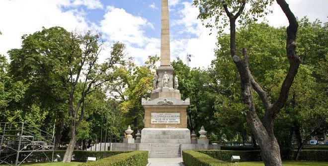 Monumento a los Caídos en el 2 de Mayo frente a las tropas de Napoleón, en la Plaza de la Lealtad.