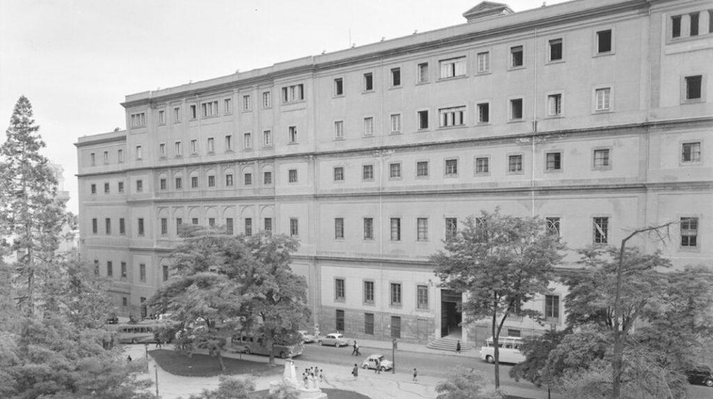 Edificio Sabatini, actual Museo Reina Sofía, en 1960, antes de ser rehabilitado.