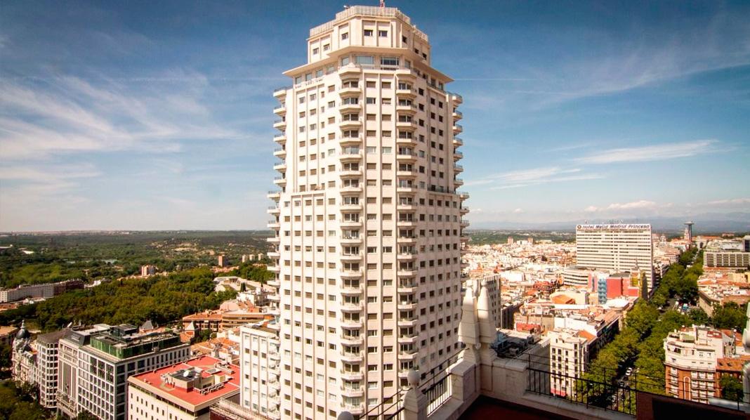 Perspectiva de la Torre de Madrid desde el vecino Edificio España.