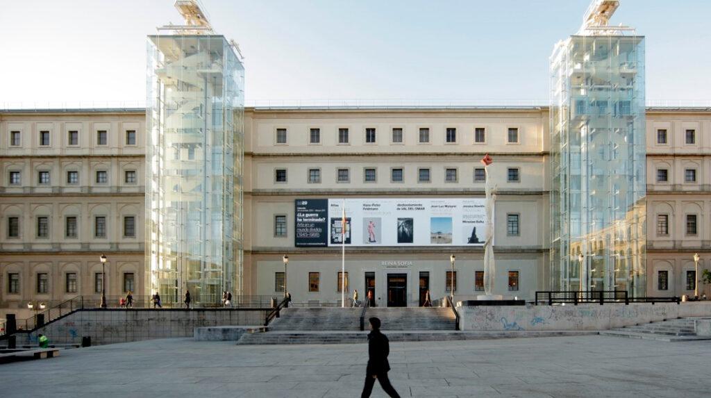 Fachada principal del museo Reina Sofía.