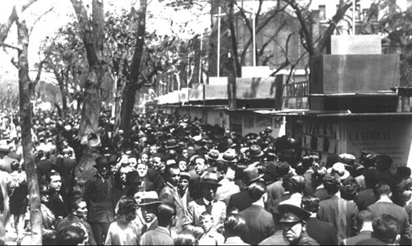 II Feria del Libro celebrada en el paseo de Recoletos, celebrada en 1934.