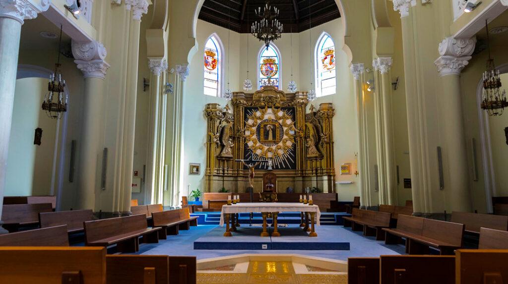 Característico interior de la Iglesia de la Paloma.