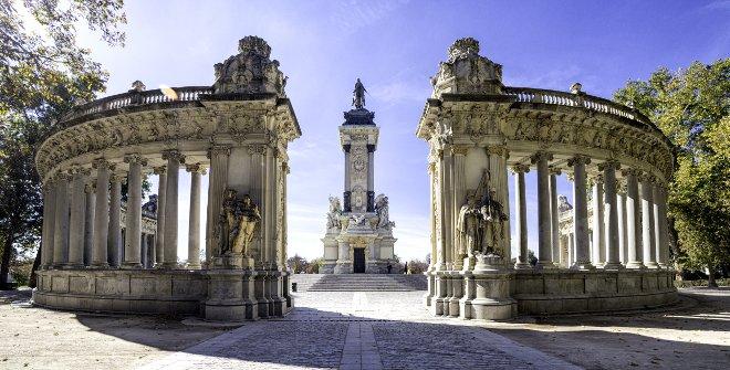 Monumento a Alfonso XII en el Parque del Retiro, desde el lado contrario al Estanque Grande.