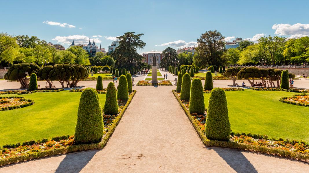 Vista general del Parterre francés del Parque del Retiro.