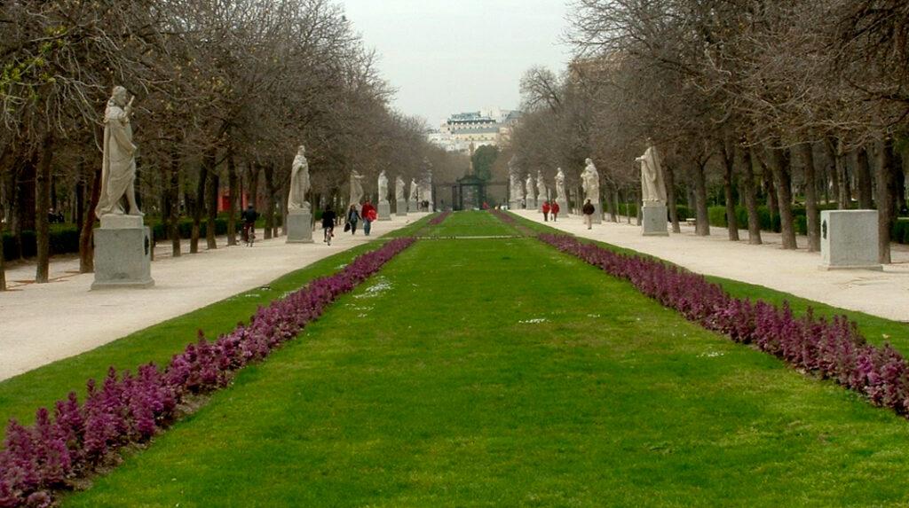 Paseo de las Estatuas que comunica el Estanque Grande con la zona del Paseo del Prado.