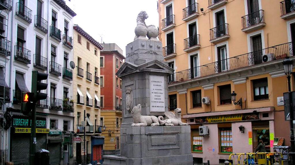 Conjunto escultórico conocido como Fuentecilla, en el barrio de La Latina.