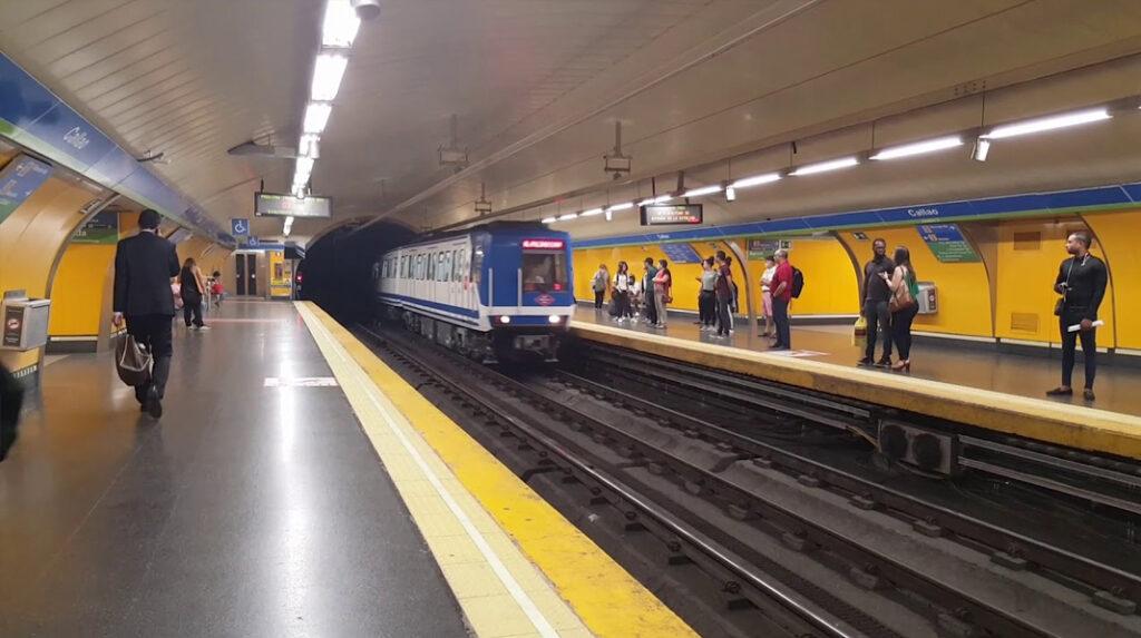 Andén de la estación de Callao, una de las más populares del Metro de Madrid.