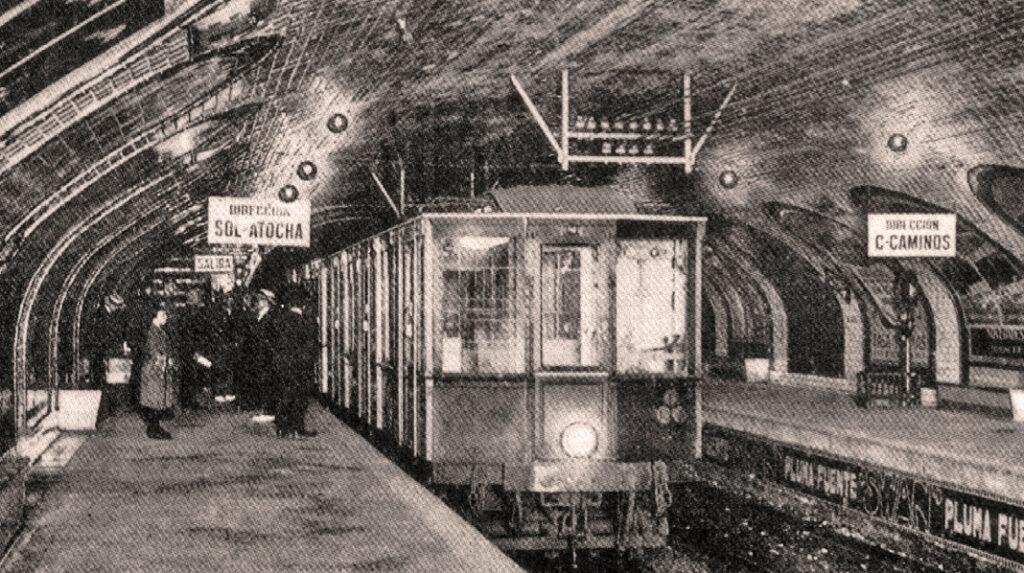El rey Alfonso XIII en la inauguración del Metro de Madrid en 1919.