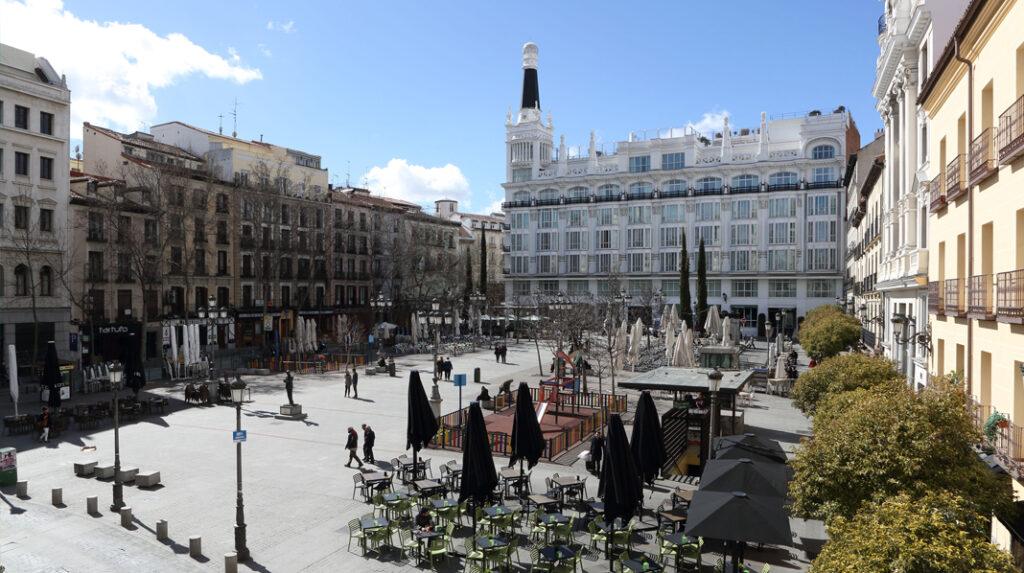 La popular Plaza de Santa Ana, en El Barrio de las Letras.