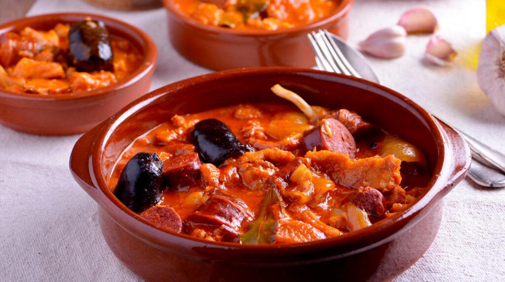 Plato tradicional de callos a la madrileña, un plato contundente de casquería.