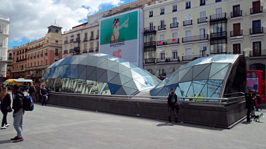 Entrada principal a la Estación de Cercanías de la Puerta del Sol.
