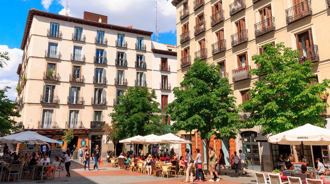 Plaza de Chueca, corazón del más alternativo y moderno barrio de Madrid.