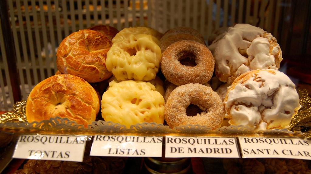 Las clásicas Rosquillas de San Isidro con algunas de sus principales variedades.