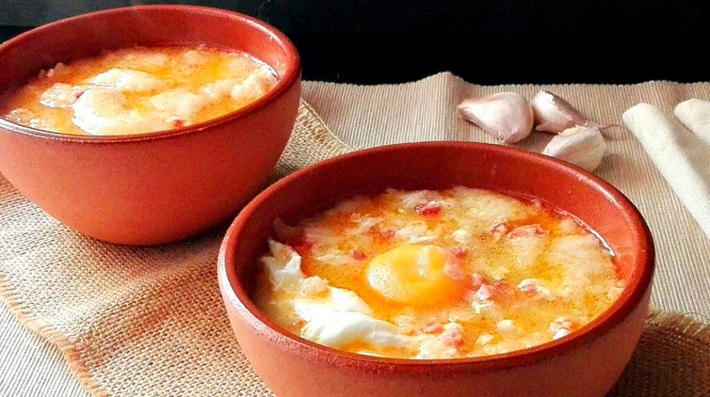 Sopa Castellana, también conocida como sopa de ajo. Muy tradicional de Toledo y la zona centro del país..